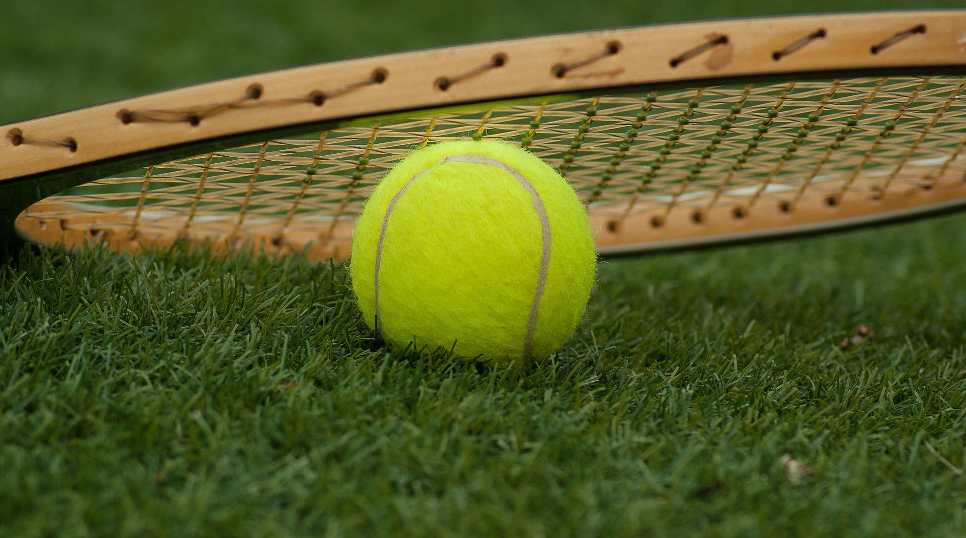 Czy stać nas Polaków na treningi tenisa ziemnego?